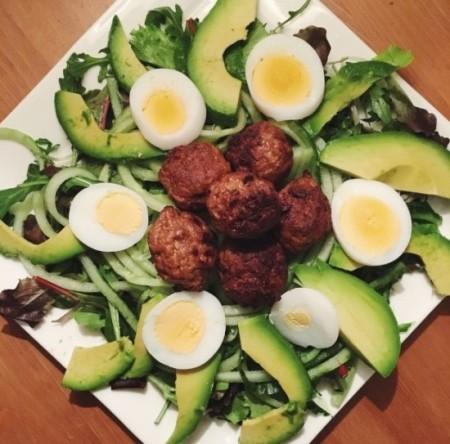 Recept: Groene salade met vega balletjes